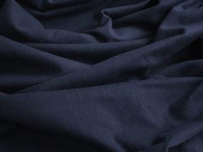 Mörkblå scenmolton