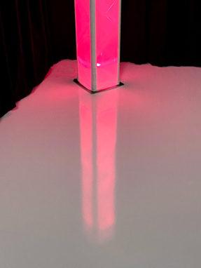 Högblankt vitt golv till Event, mässa och streamingstudio
