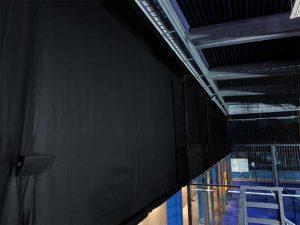 akustik padelhall bländsskydd bollfång